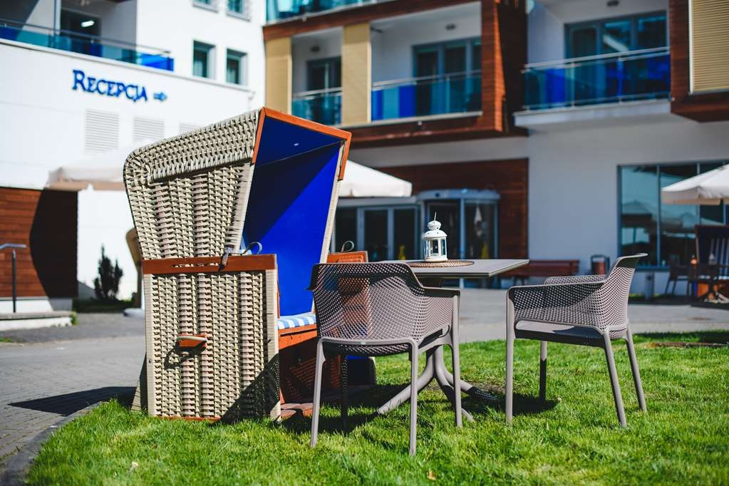 Best Western Hotel Jurata - Hotel building with a seating area