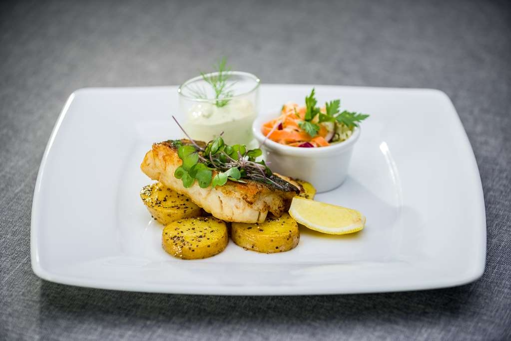 Best Western Hotel Jurata - Cod with baked baby potatoes, spring salad and cream sauce