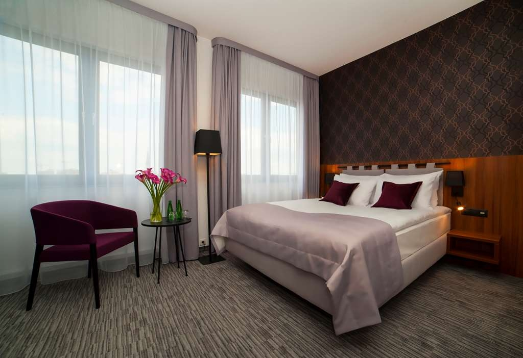 Best Western Hotel Mariacki - Standard Double Room with King bed.