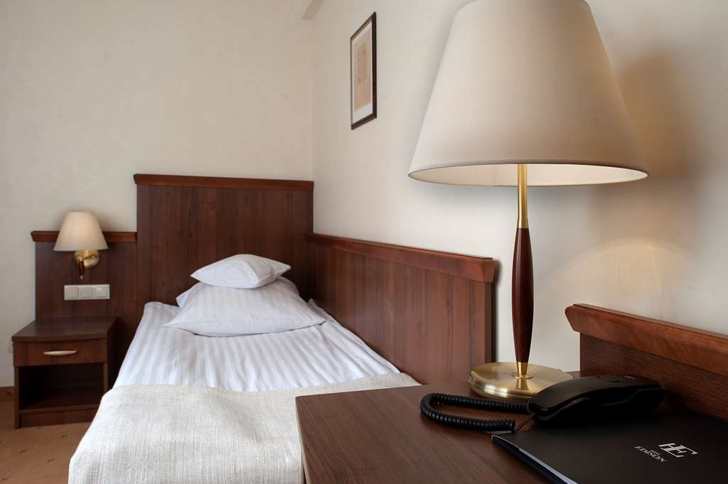 Best Western Hotel Edison - Guest Room with One Twin Size Bed