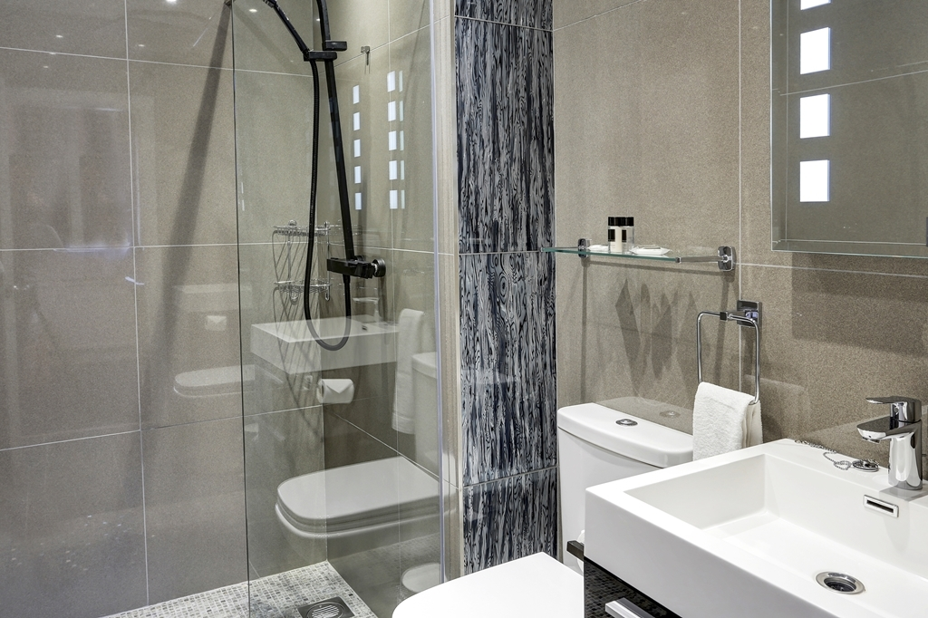 Dower House Hotel, Sure Hotel Collection by Best Western - Guest Bathroom
