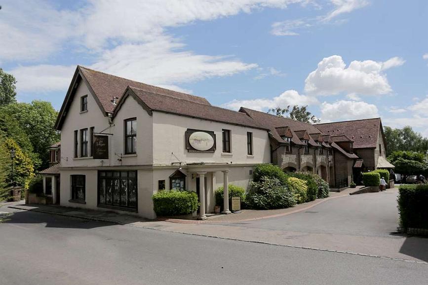Best Western Plus Old Tollgate Hotel - Facciata dell'albergo