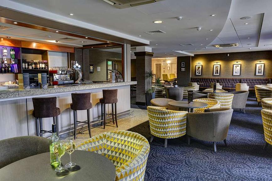 Best Western Manchester Altrincham Cresta Court Hotel - cresta court hotel grounds and hotel