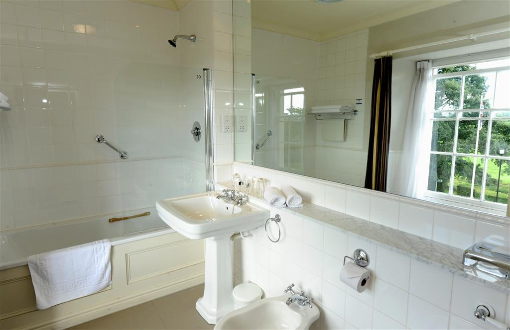 Best Western Lamphey Court Hotel - Guest Bath Room