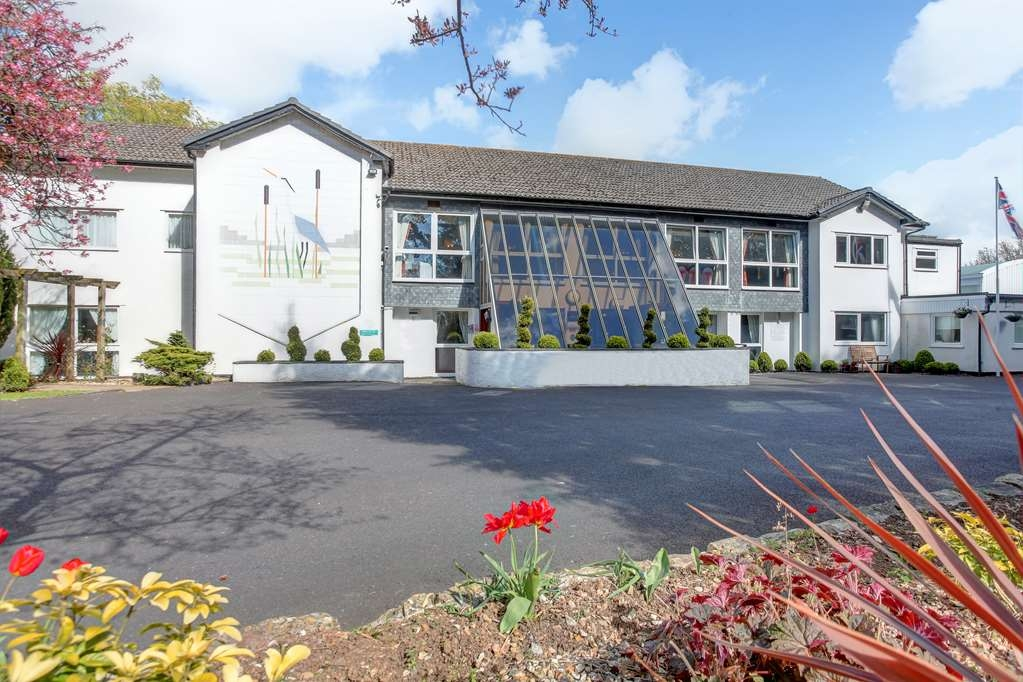 Best Western Heronston Hotel & Spa - heronston hotel grounds and hotel