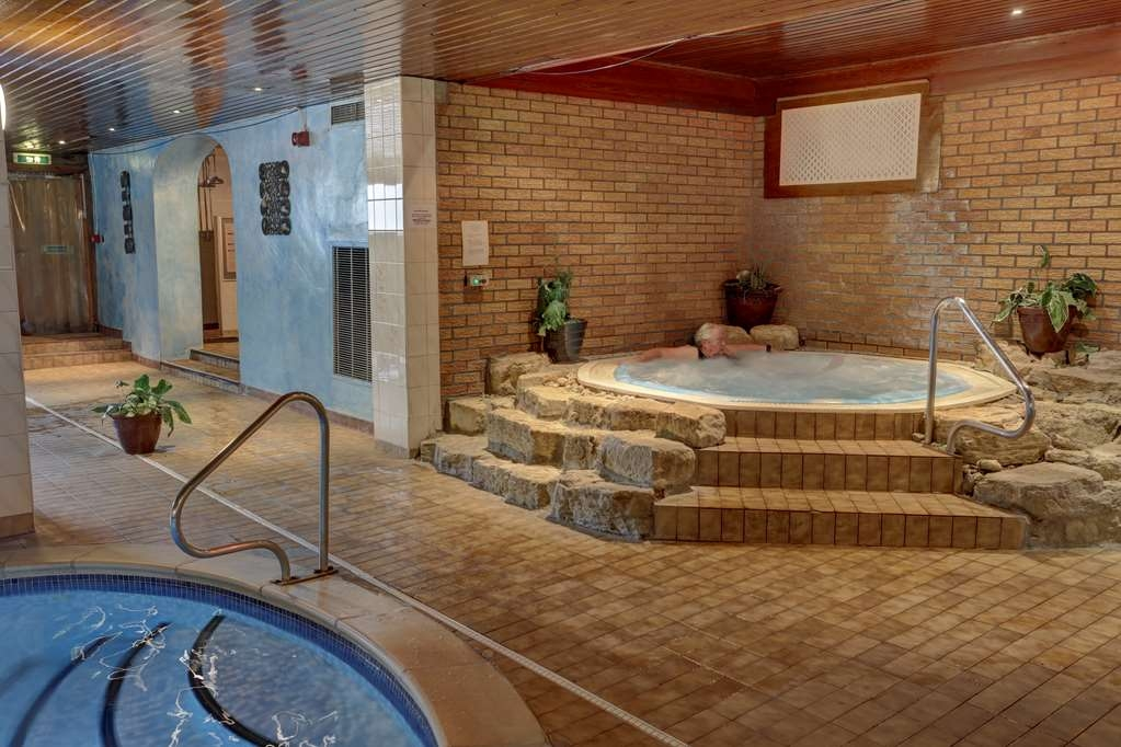 Best Western Queens Hotel - Poolansicht