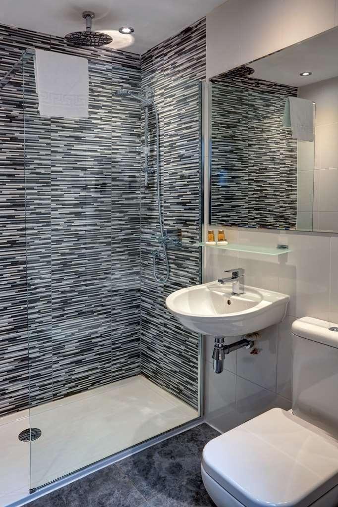Best Western Glasgow City Hotel - Guest Room Bathroom