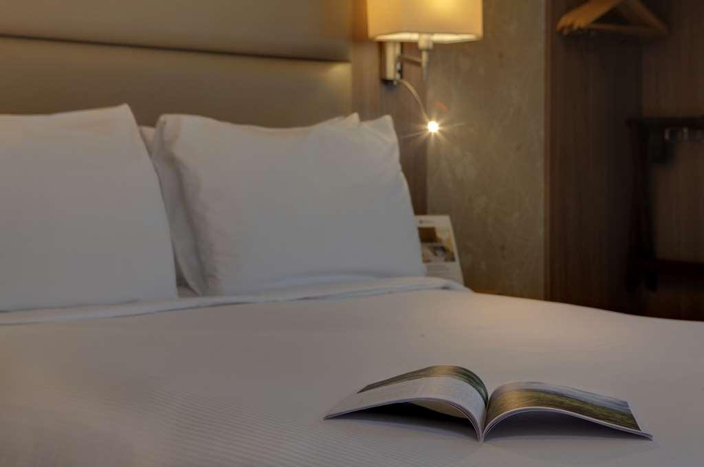 Best Western Pontypool Metro Hotel - Poolansicht