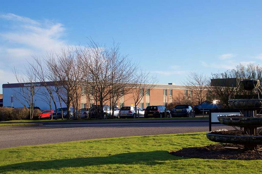 Aberdeen Airport Dyce Hotel, Sure Hotel Collection by BW - Aberdeen Airport grounds and hotel