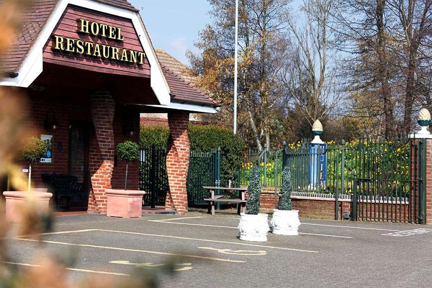 Best Western Manor Hotel - Vista Exterior