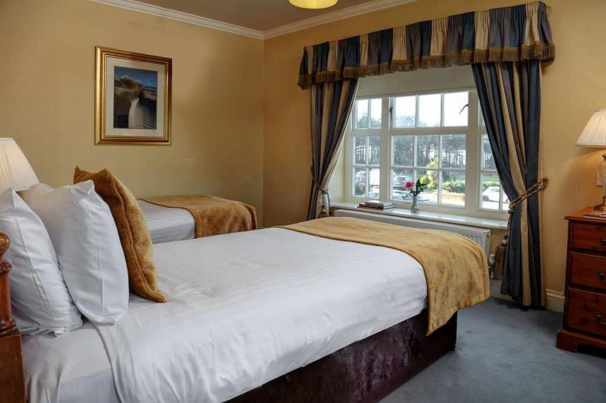 Enjoyable Hotel A Hunstanton Old Hunstanton Le Strange Arms Htl Bw Spiritservingveterans Wood Chair Design Ideas Spiritservingveteransorg
