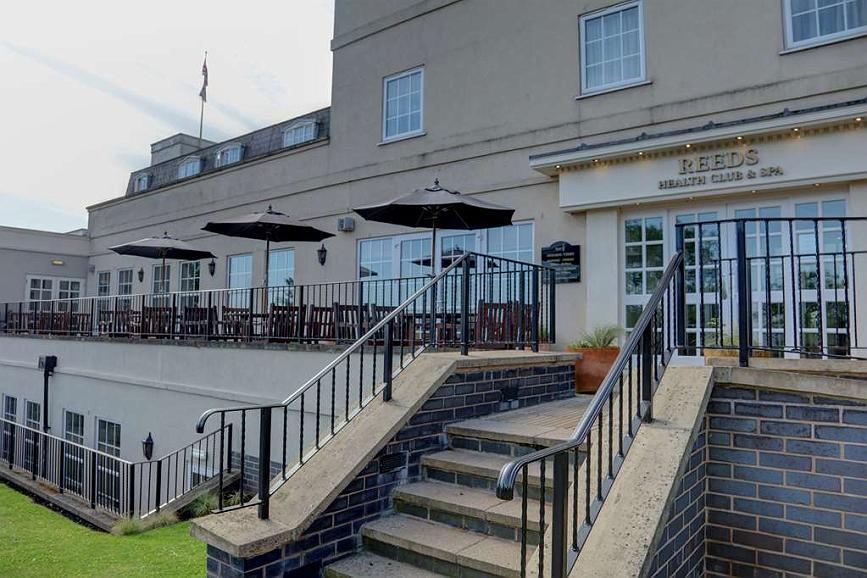 Best Western Premier EMA Yew Lodge Hotel - Vista exterior