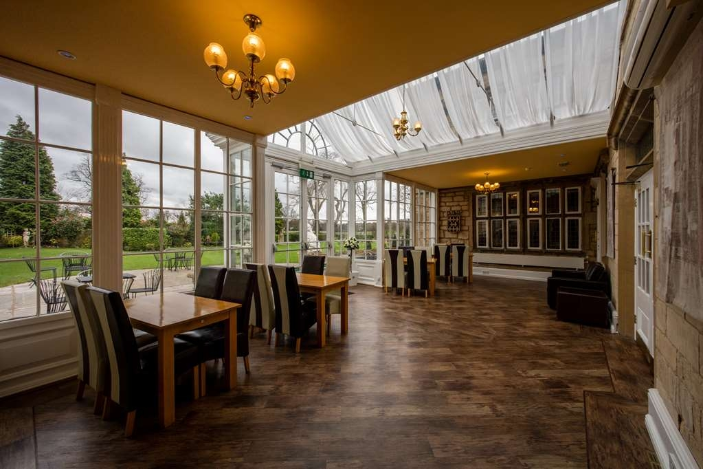 Best Western Plus Rogerthorpe Manor Hotel - Lobby view