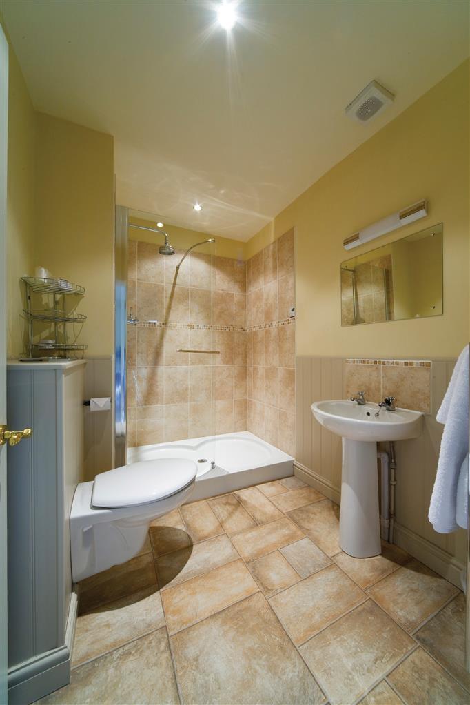 Best Western Limpley Stoke Hotel - Guest Bathroom