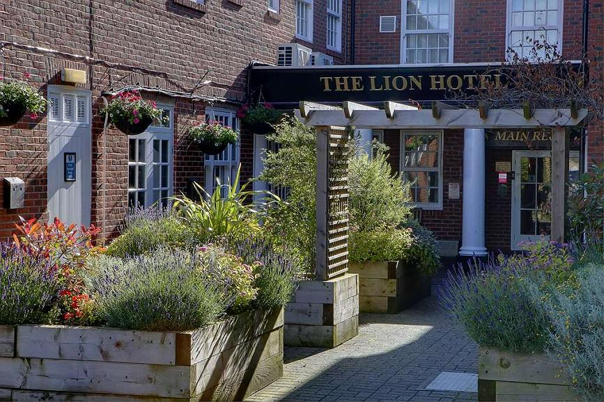Best Western Lion Hotel - lion hotel grounds and hotel