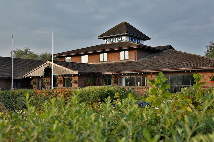 Best Western Buckingham Hotel - buckingham hotel grounds and hotel