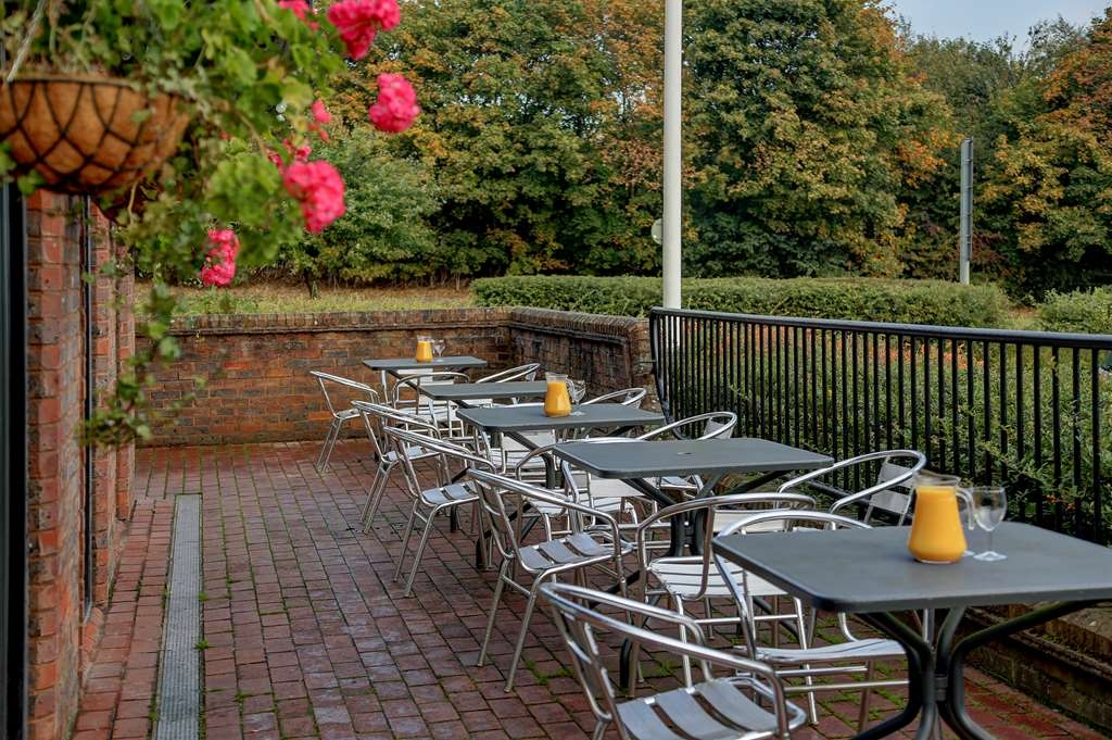 Best Western Buckingham Hotel - buckingham hotel grounds and hotel