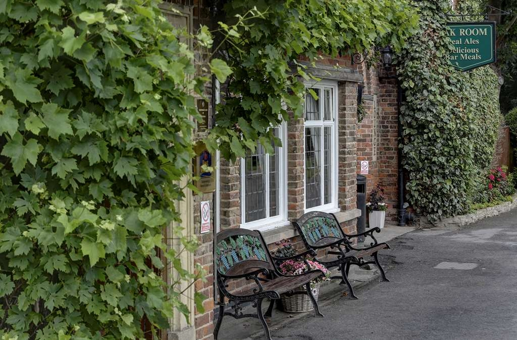Best Western Vine Hotel - the vine hotel grounds and hotel
