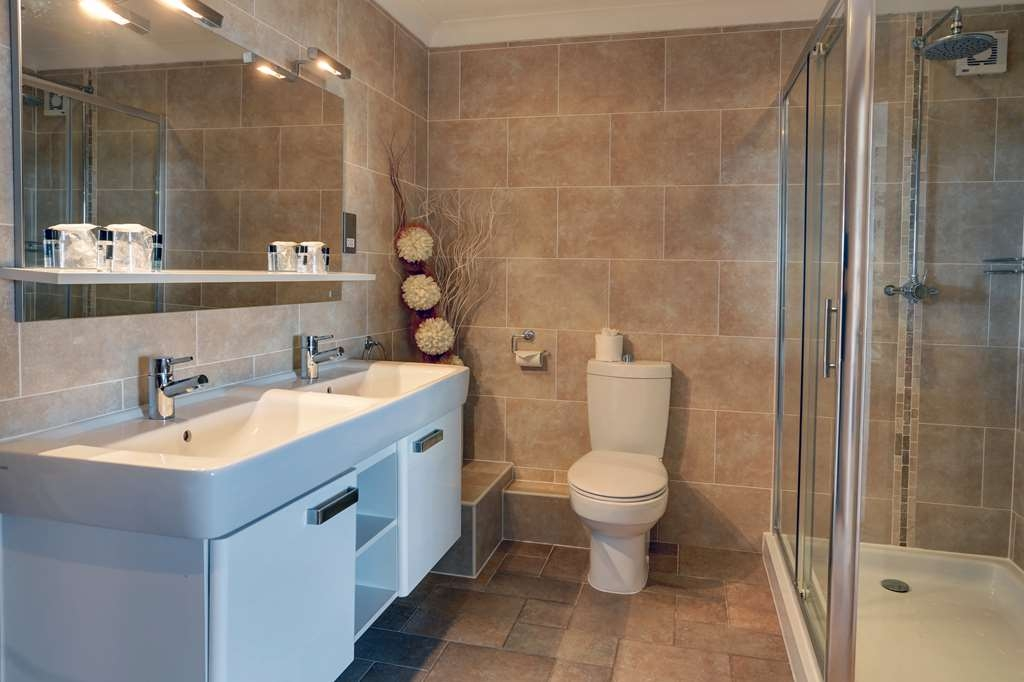 Best Western Exeter Lord Haldon Country Hotel - Guest Bathroom