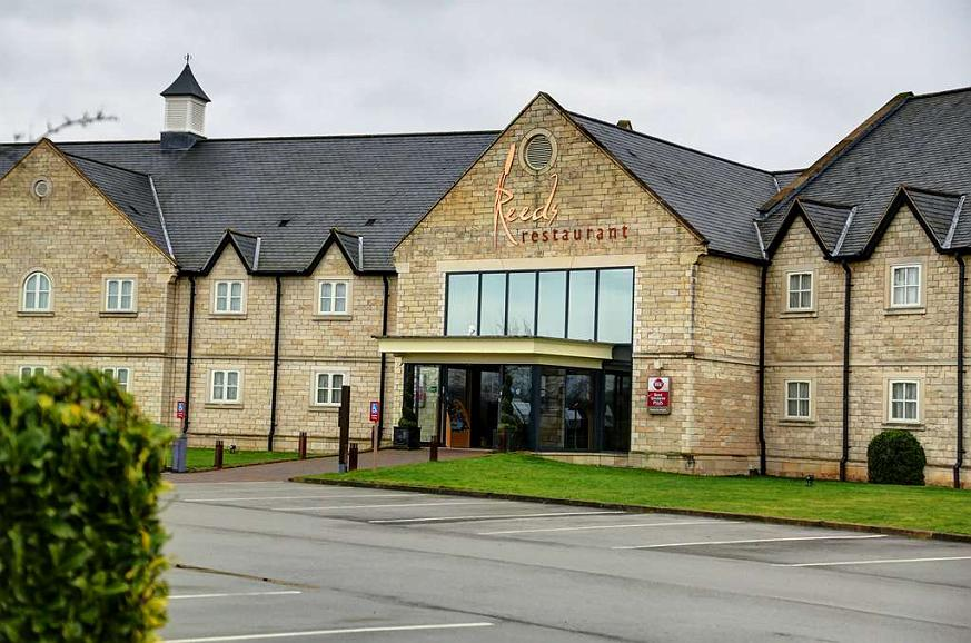 Best Western Plus Pastures Hotel - pastures hotel grounds and hotel