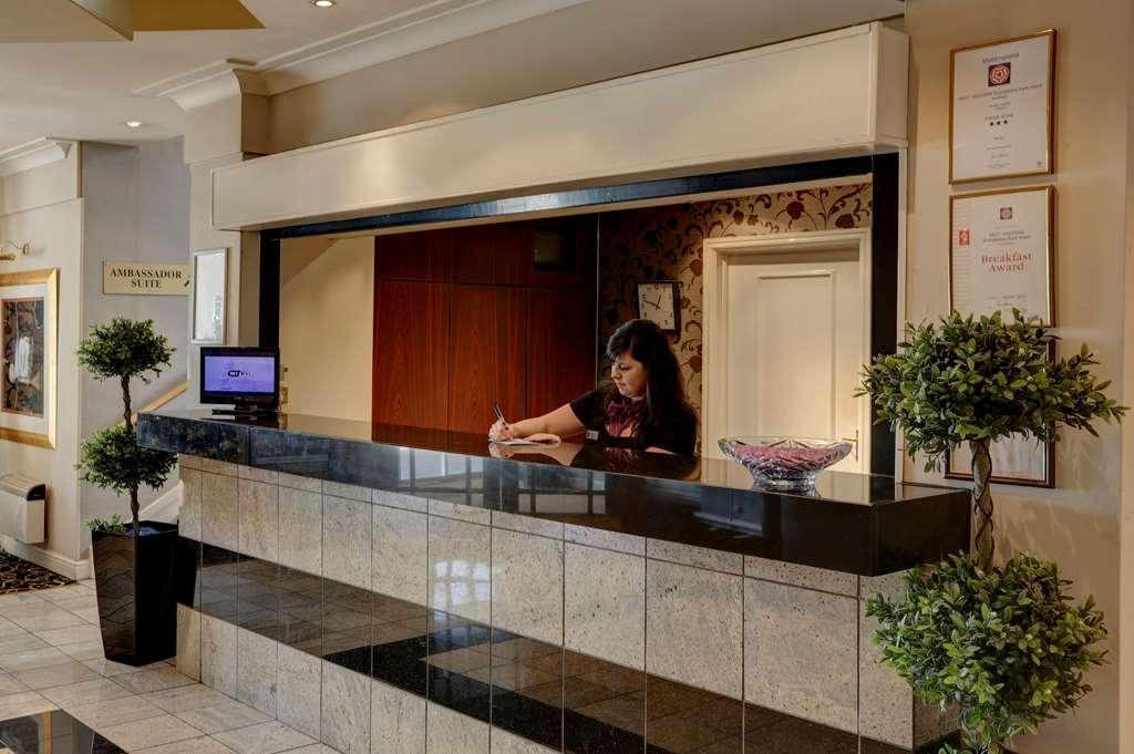 Best Western Widnes Halton Everglades Park Hotel - everglades park hotel grounds and hotel