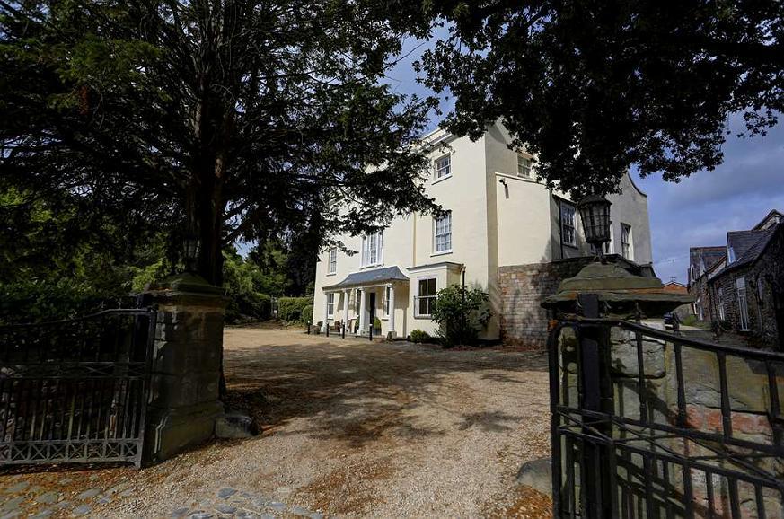Best Western Henbury Lodge Hotel - Facciata dell'albergo