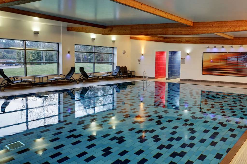 Best Western Chilworth Manor Hotel - Vista de la piscina