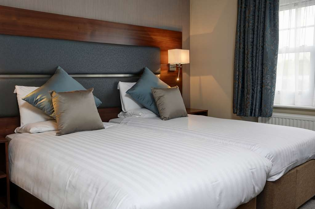Best Western Chilworth Manor Hotel - Guest Room