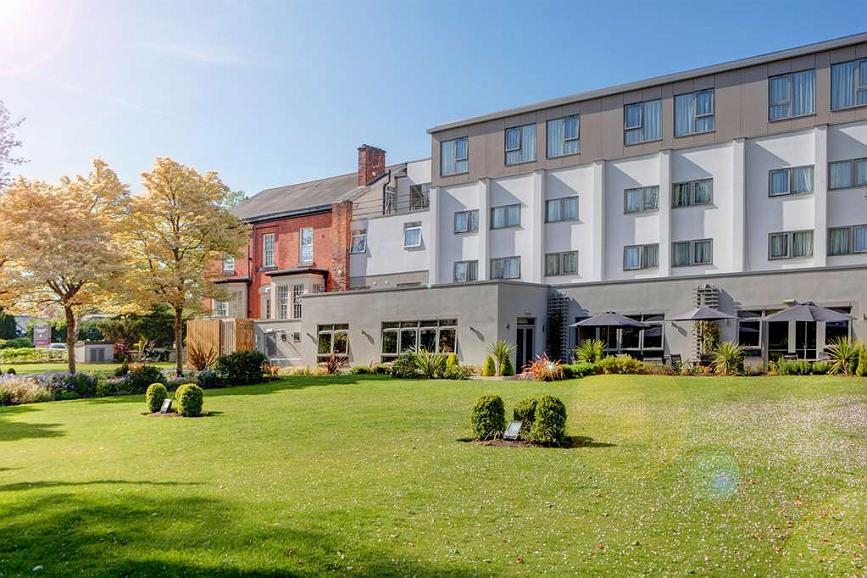Best Western Plus Manchester Airport Wilmslow Pinewood Hotel - Façade