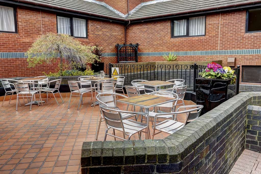 Best Western Frodsham Forest Hills Hotel - forest hills hotel grounds and hotel