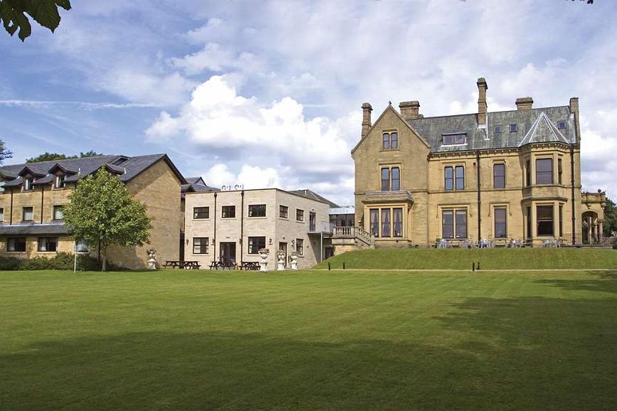Best Western Burnley North Oaks Hotel - Façade