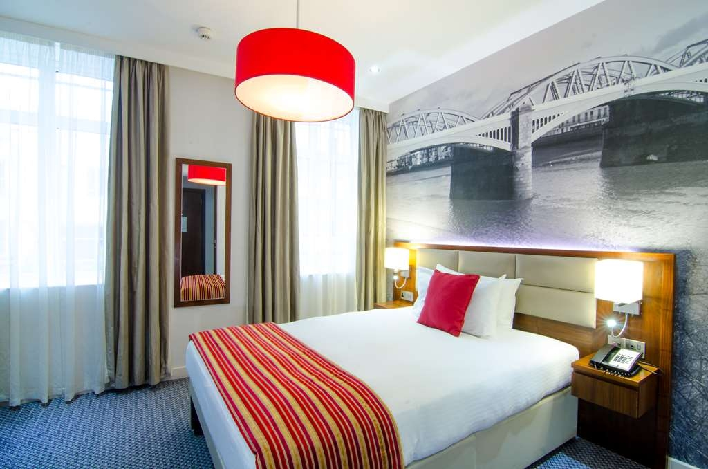 Seraphine Hammersmith Hotel, Sure Hotel Collection - Smaller Cozy Guest Room with One Double Size Bed