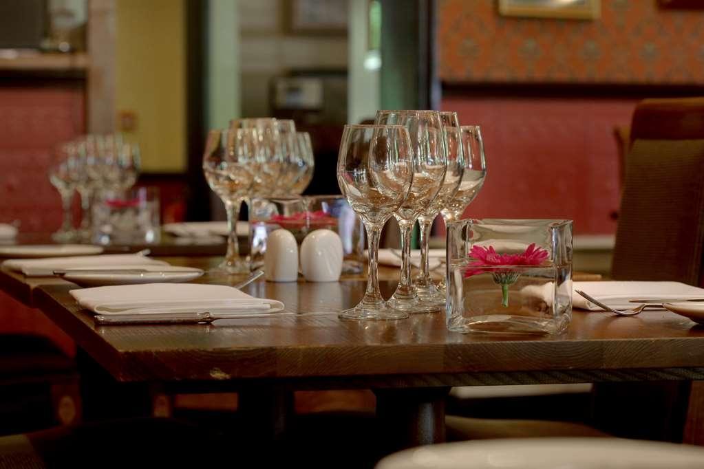 Best Western Plus Grim's Dyke Hotel - Restaurant / Etablissement gastronomique