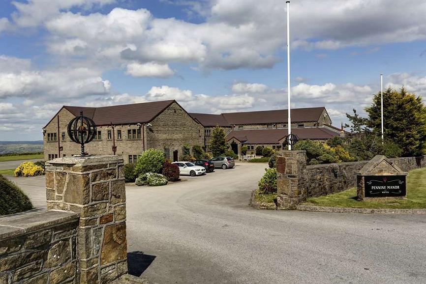 Best Western Huddersfield Pennine Manor Hotel - Facciata dell'albergo