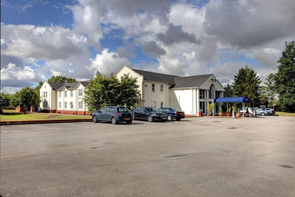 Best Western Garden Court Aylesbury - garden court hotel grounds and hotel