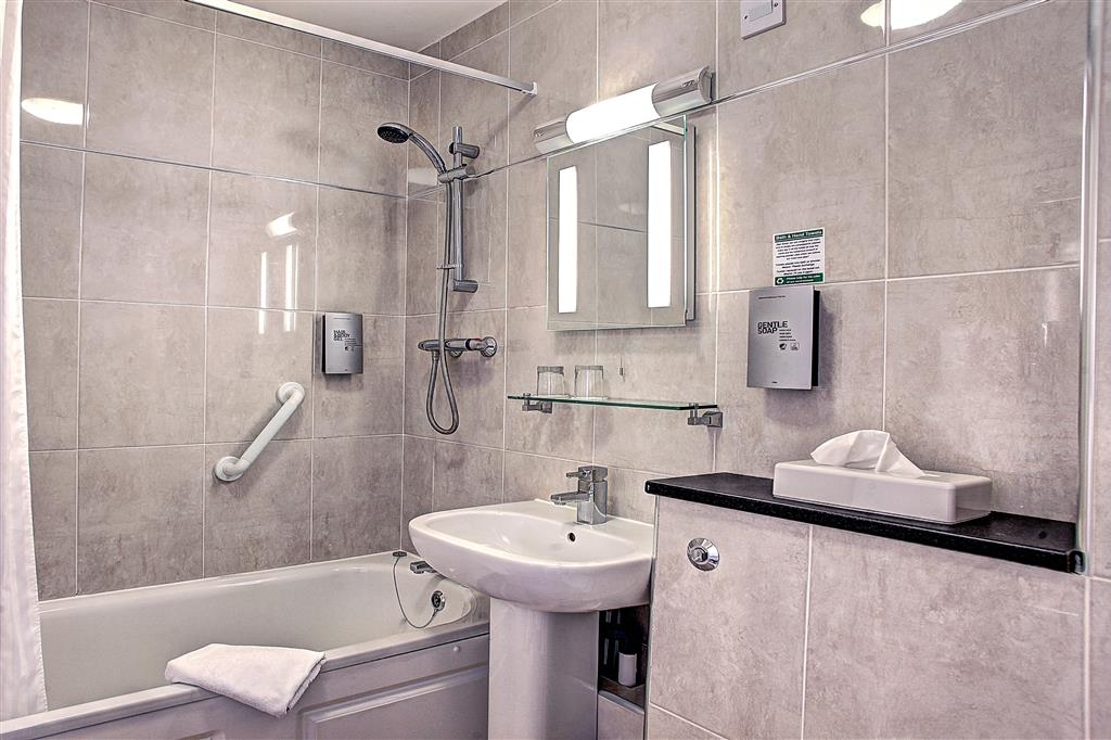 Best Western Gatwick Skylane Hotel - Guest Bathroom