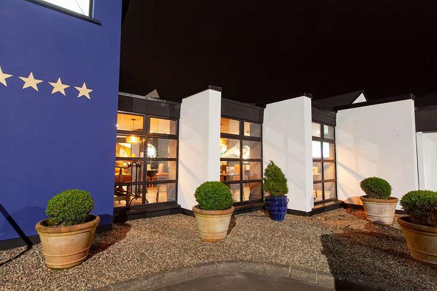Best Western Plus White Horse Hotel - Vista exterior