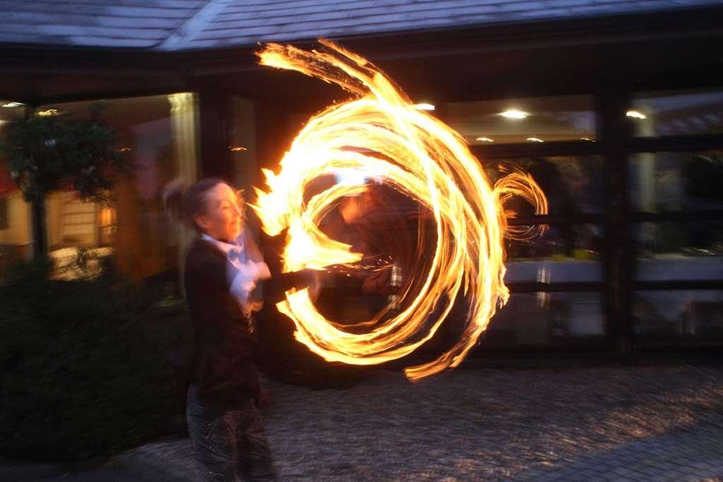 Best Western Plus White Horse Hotel - Flame Twirler