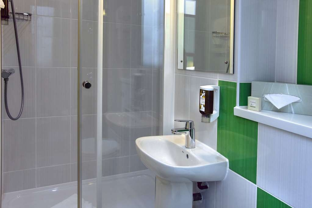 Best Western London Peckham Hotel - Guest Bathroom