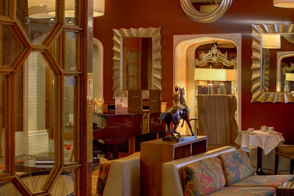 Best Western Plough & Harrow Hotel - Lobbyansicht