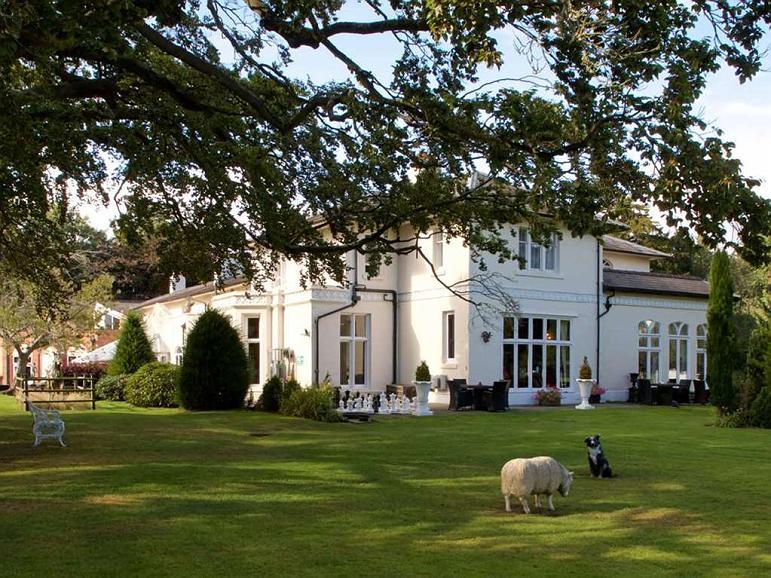 Wrexham Llyndir Hall Hotel, BW Signature Collection - Aussenansicht