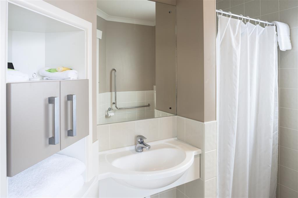 Best Western Braeside Rotorua - Guest Bathroom 20 21
