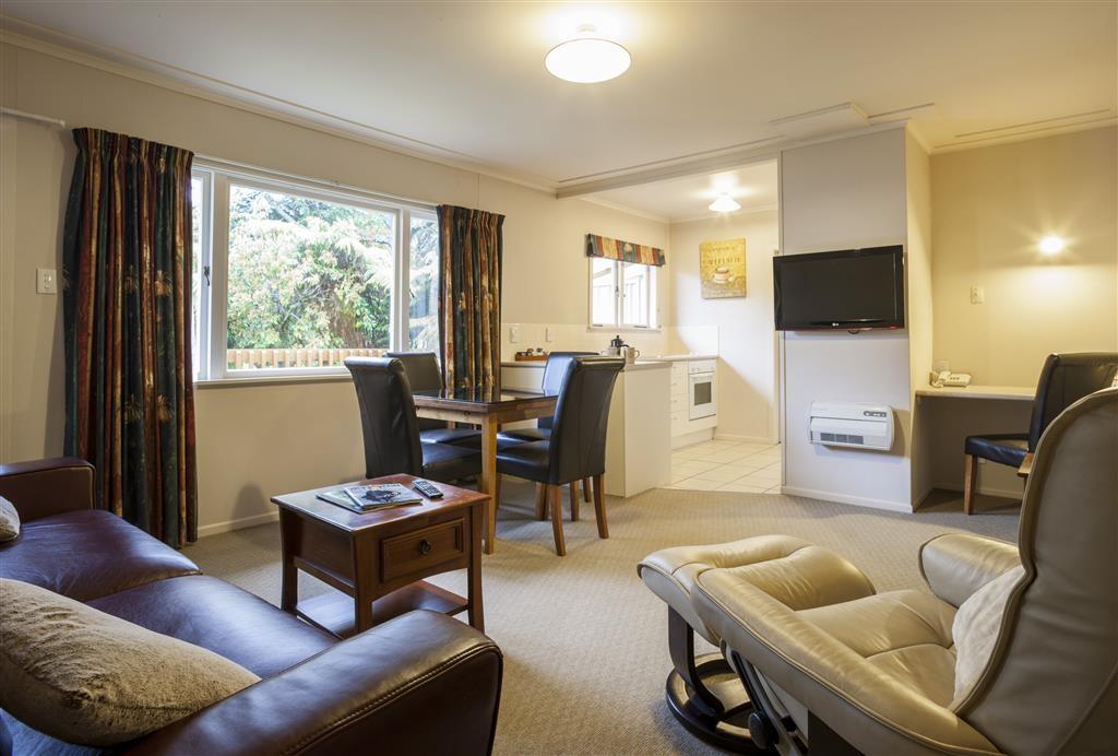 Best Western Braeside Rotorua - Two Bedroom Spa Suite - Living Area