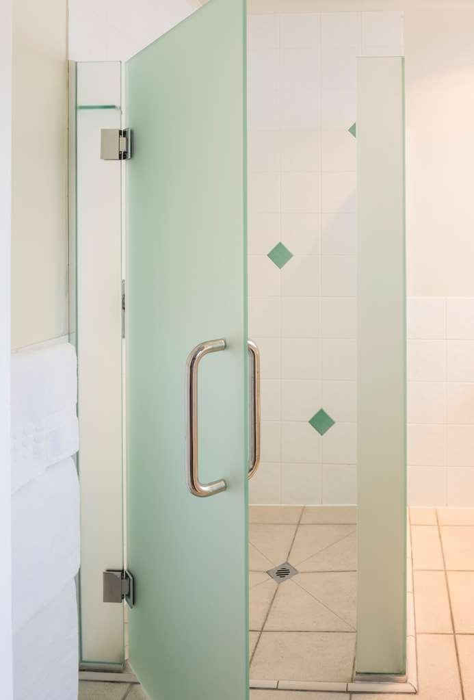 Best Western Braeside Rotorua - Guest Bathroom unit 10 11 12 14 15 16 17 18 19