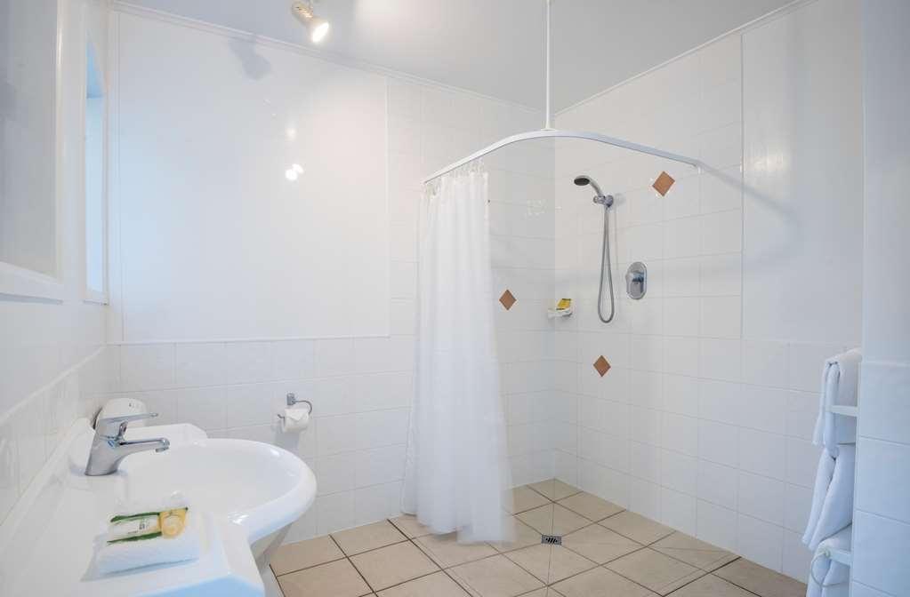 Best Western Braeside Rotorua - Guest Bathroom 4 6 7 8