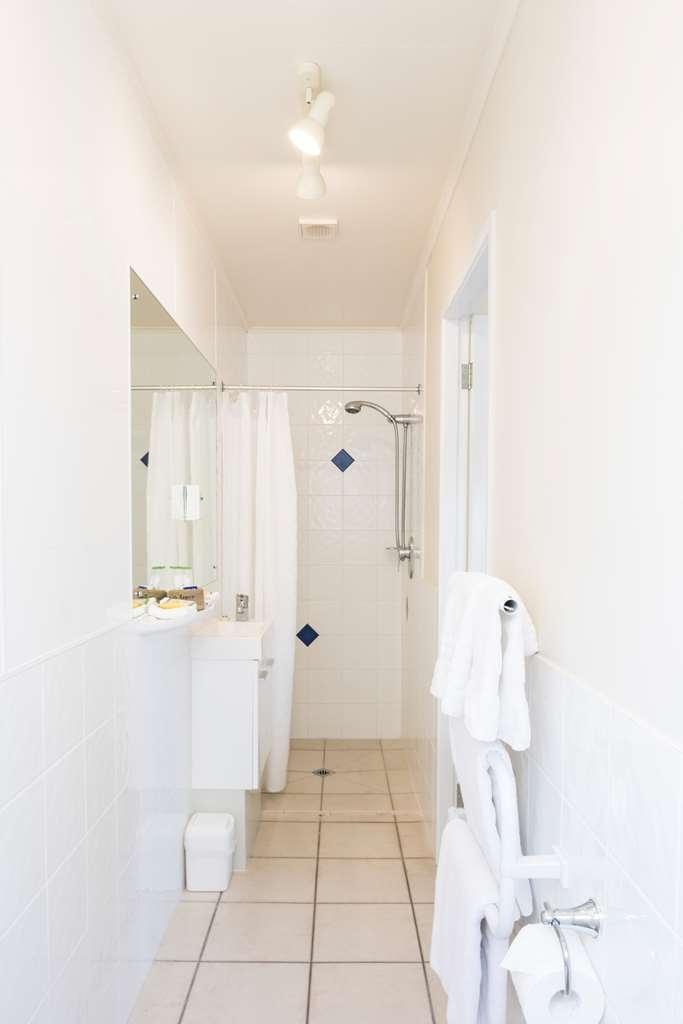 Best Western Braeside Rotorua - Guest Bathroom 1 2 3
