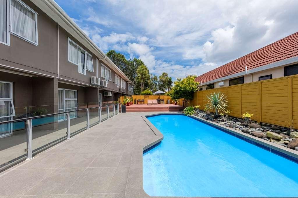 Best Western Newmarket Inn & Suites - Vista de la piscina