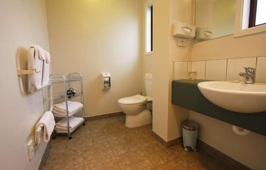 Best Western Dunedin - King Studio Bathroom