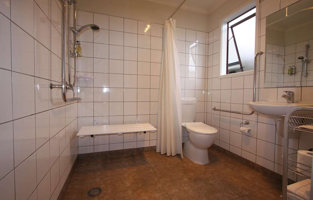 Best Western Dunedin - Accessible Studio Bathroom