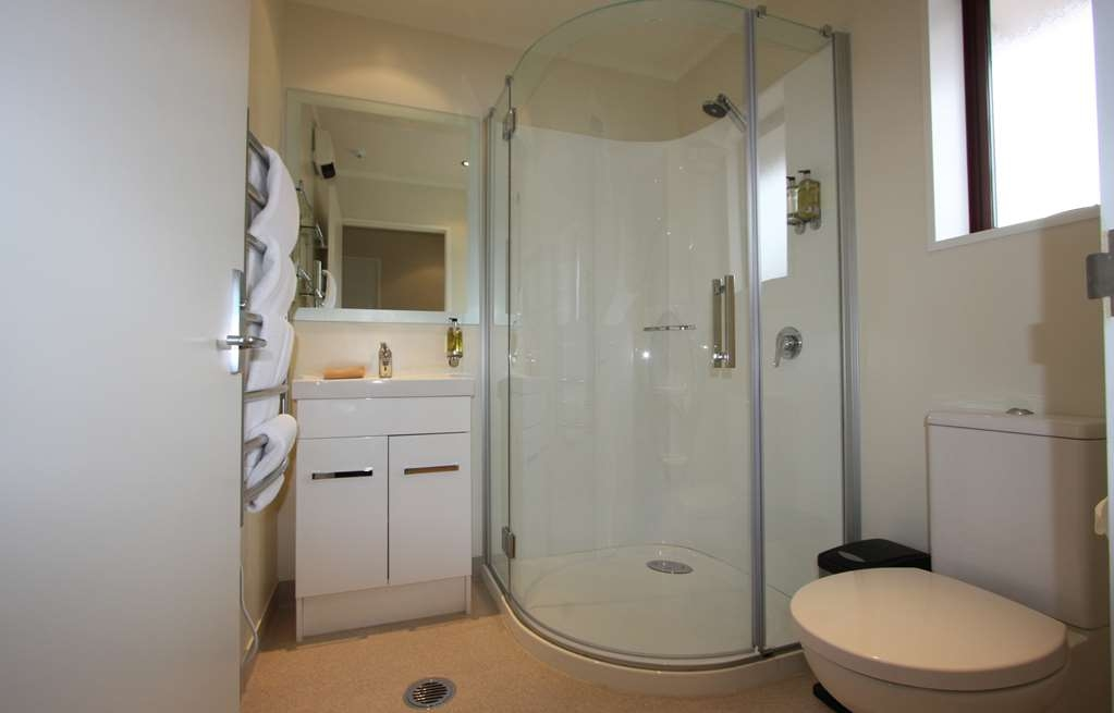 Best Western Dunedin - Deluxe King Studio bathroom